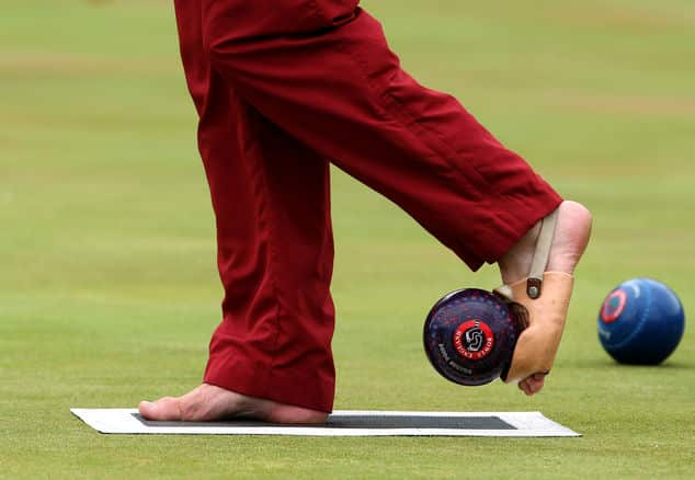 ealaba welcome - Disability bowler Bob Love bowls with his feet